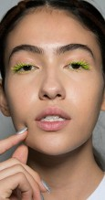 fall_winter_2019_2020_makeup_trends_beauty_trends_colorful_mascara